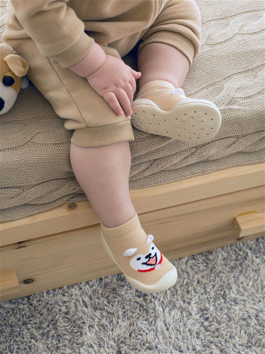 Пинетки, носочки-ботиночки на ребенке